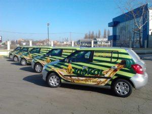 Pet vozila brendiranih cast auto foljijom